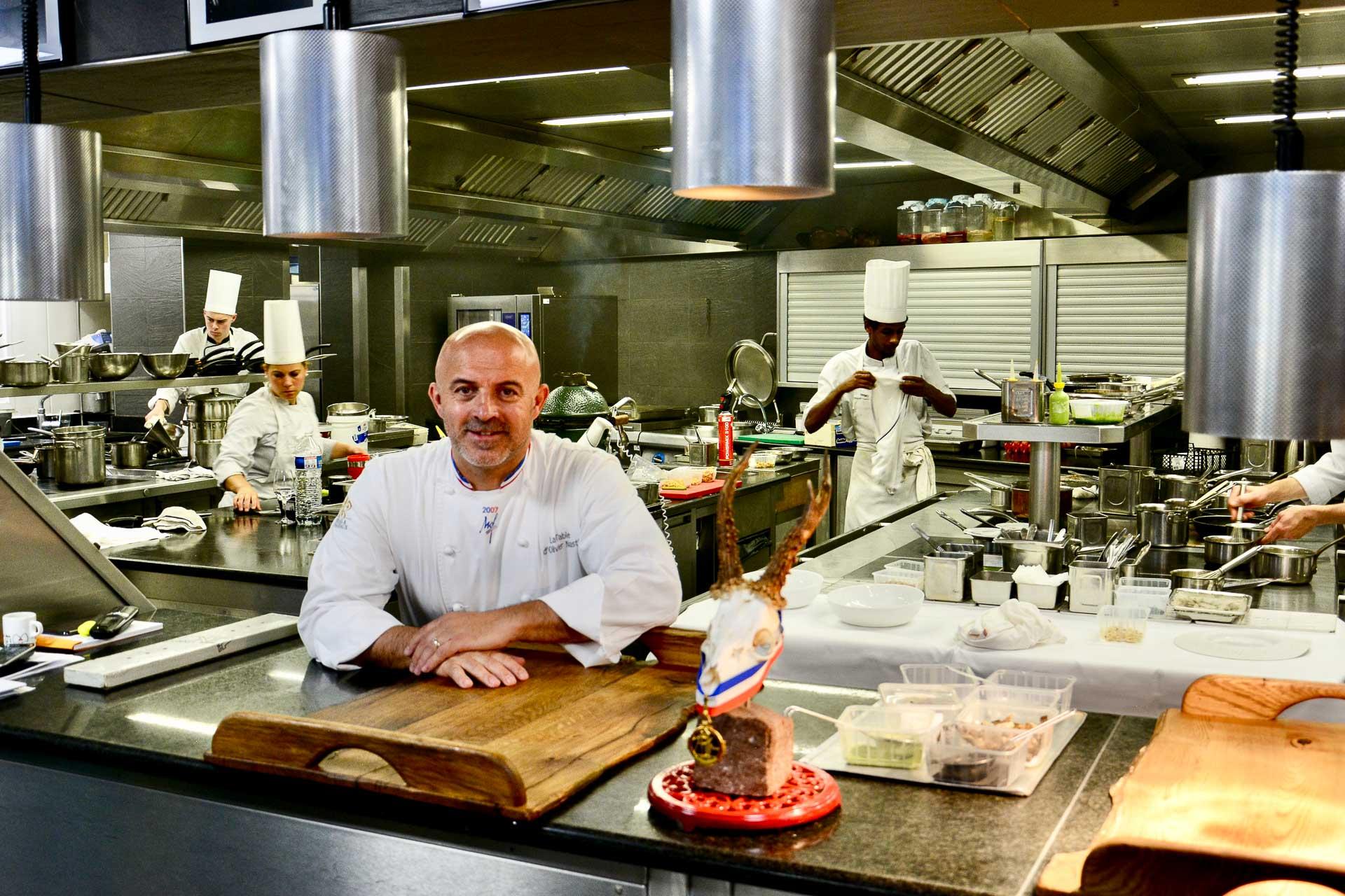 Olivier Nasti dans sa cuisine au Chambard © YONDER.fr