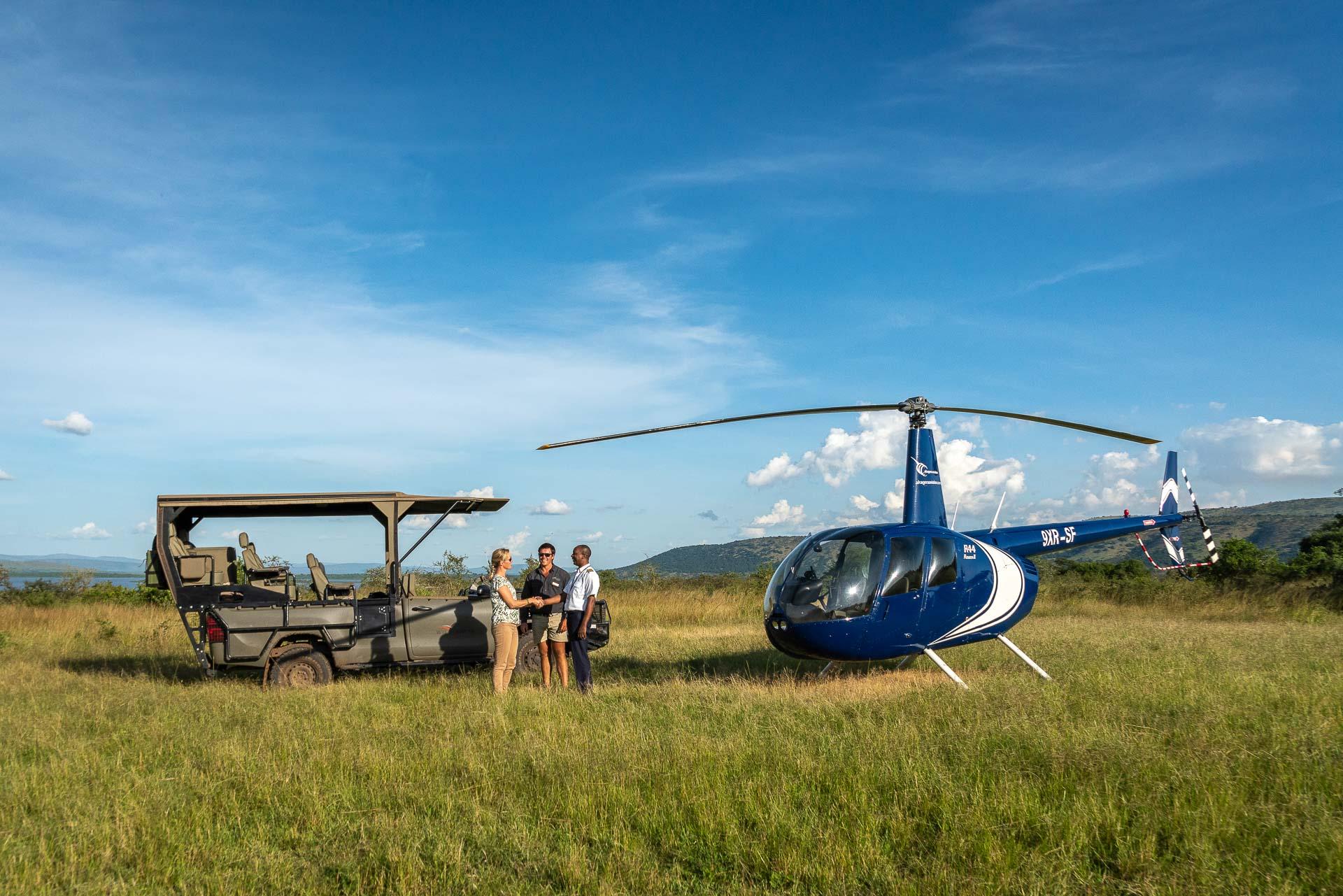 Hélicoptère au dessus des paysages du Rwanda.