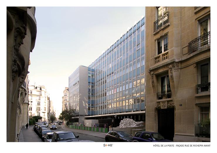 La façade de l'immeuble de tri postal de la rue de la Pompe fin 2014