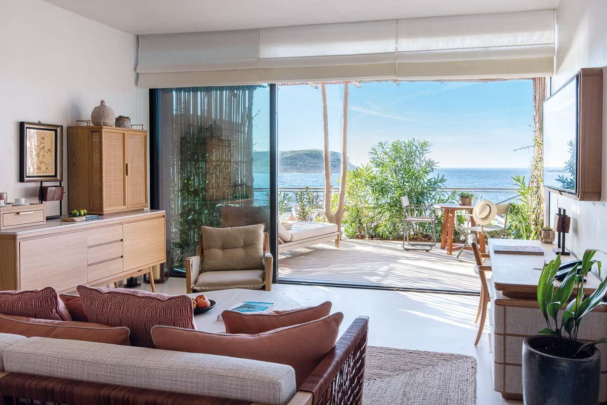 Six Senses Ibiza | Chambre avec terrasse et vue sur la baie de Xarraca © DR