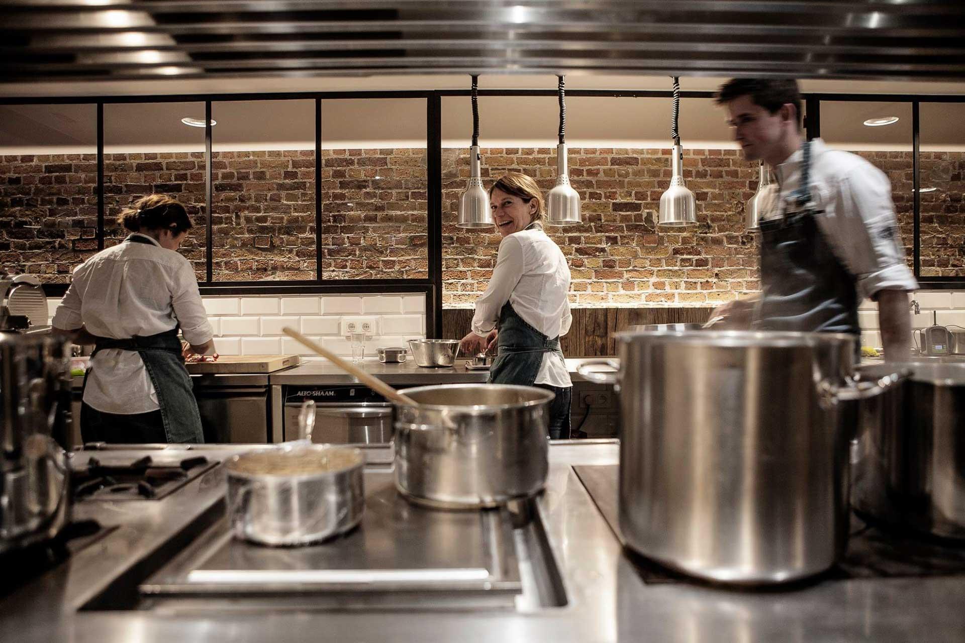Cité gastronomique dont la réputation n'est plus à faire, Bruges enchantera les gourmets et les épicuriens. Nous avons sélectionné dix des meilleurs restaurants de la ville, de la table de classe mondiale au bistrot dans l'air du temps. Bon appétit !