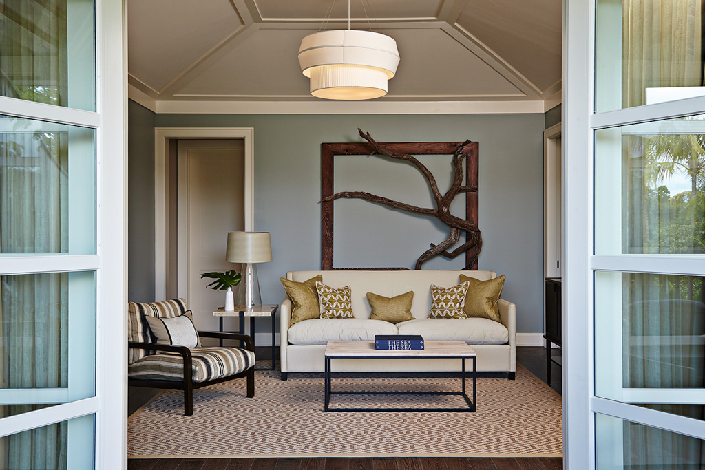 Ouvert au printemps 2015, The Island House redéfinit le luxe aux Bahamas à travers une adresse contemporaine, élégante, confidentielle. Visite guidée d'un hôtel qui fait la différence.
