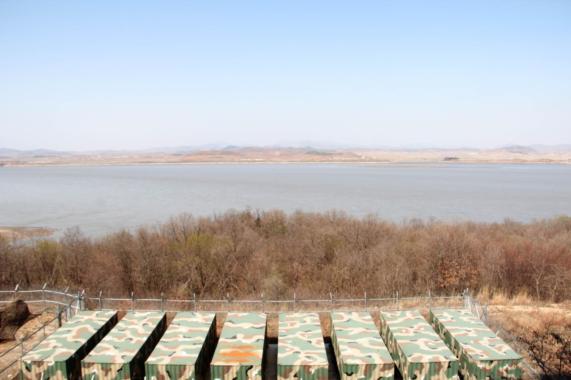 Impossible de se rendre en Corée du Nord depuis son voisin du Sud, mais certains points reculés près de la frontière offrent un aperçu du pays le plus fermé du monde. Découverte d'un no man's land pas comme les autres.