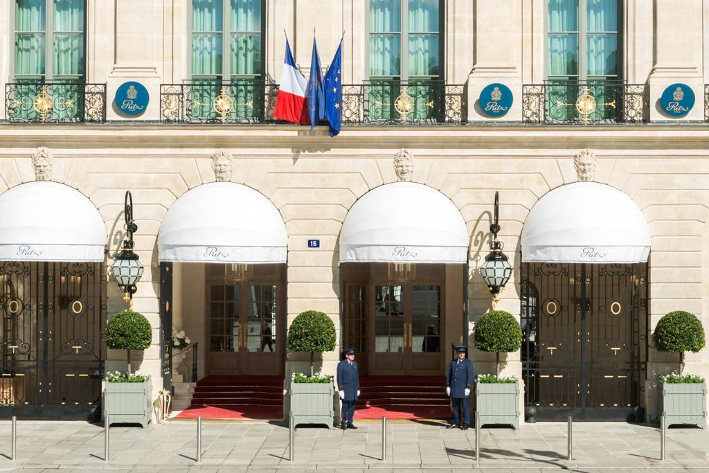 Après quatre années de fermeture totale pour une rénovation sans précédent, le mythique palace de la Place Vendôme a rouvert ses portes le mois dernier. Tout ce qu'il faut retenir de la réouverture et la visite en images du « nouveau » Ritz.