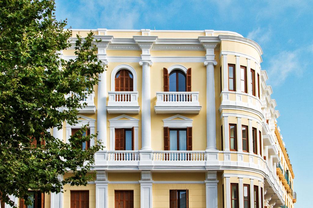 C'était l'ouverture événement de la saison en plein centre ancien de la ville d'Ibiza. Plus de 80 ans après avoir ouvert été inauguré pour la première fois, le Gran Hotel Montesol a rouvert ses portes, plus beau que jamais. Avec à la clé le titre de plus beau boutique-hôtel de l'île ?