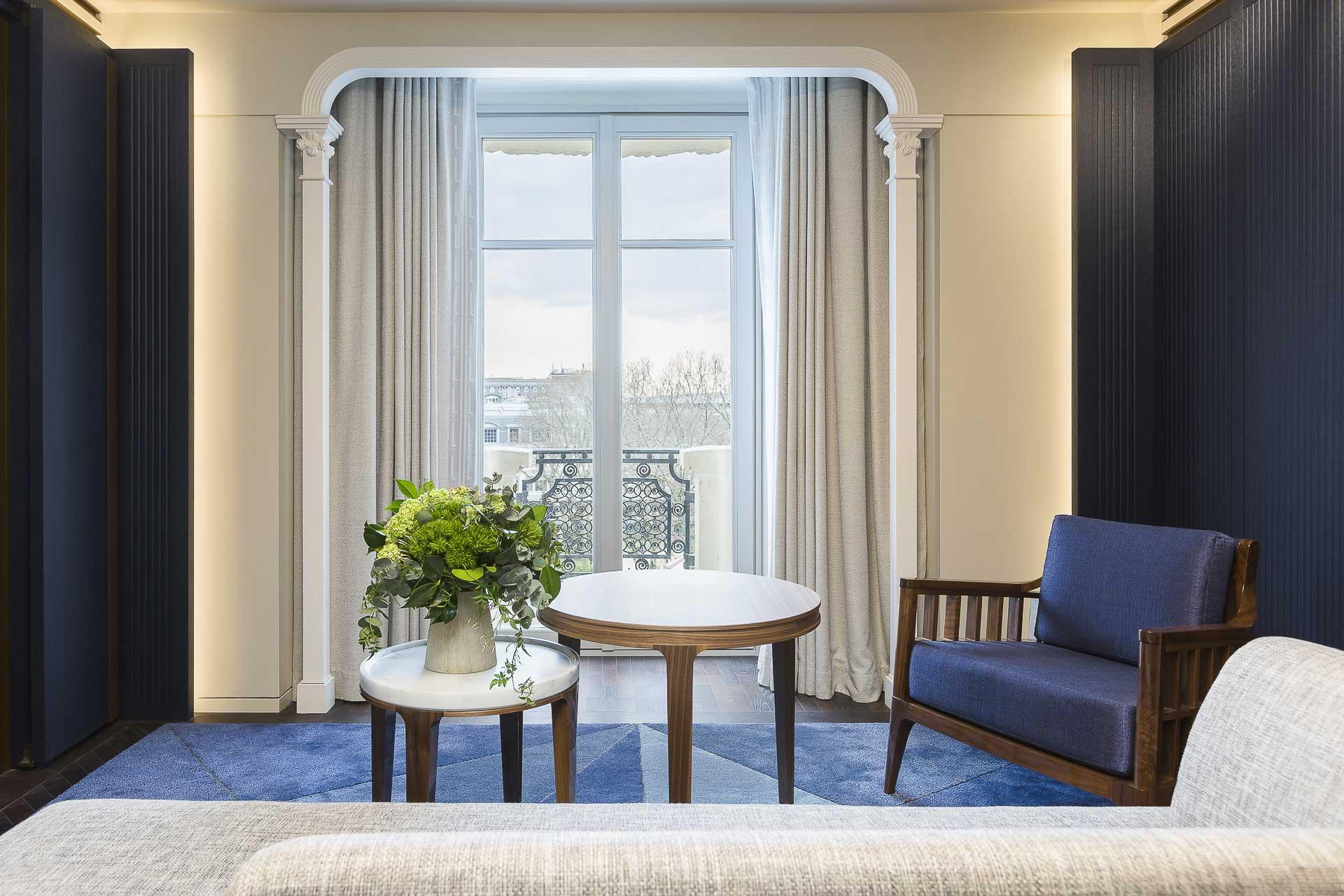 Un an après le Crillon et deux ans après le Ritz, c'est au tour du Lutetia de faire peau neuve. Direction la Rive Gauche pour découvrir les premières images du grand hôtel réimaginé par l'architecte français Jean-Michel Wilmotte.