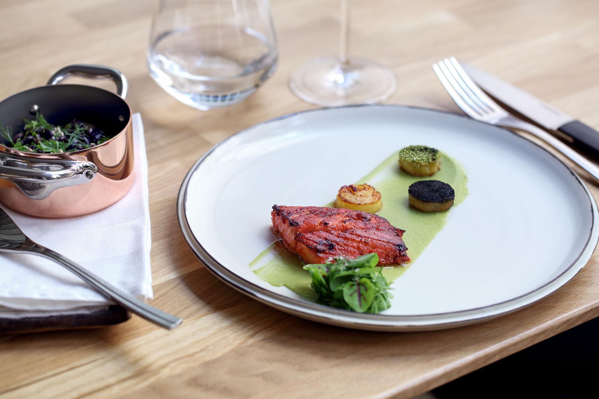 Depuis le 1er septembre, le jeune chef mexicaine Indra Carillo propose à La Condesa, son premier restaurant, une grande cuisine, mélangeant allègrement inspirations françaises et influences internationales. C'est la sensation gastronomique du moment.