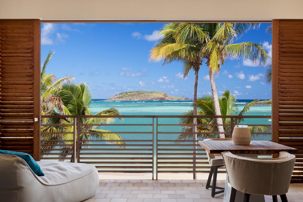 Ça bouge sur la minuscule île de Saint-Barth dans les Caraïbes. Sur la baie de Grand Cul de Sac, Le Barthélemy est le dernier-né́ des hôtels 5 étoiles de l'île. Au programme, design signé Sybille de Margerie et cuisine par le chef Guy Martin.