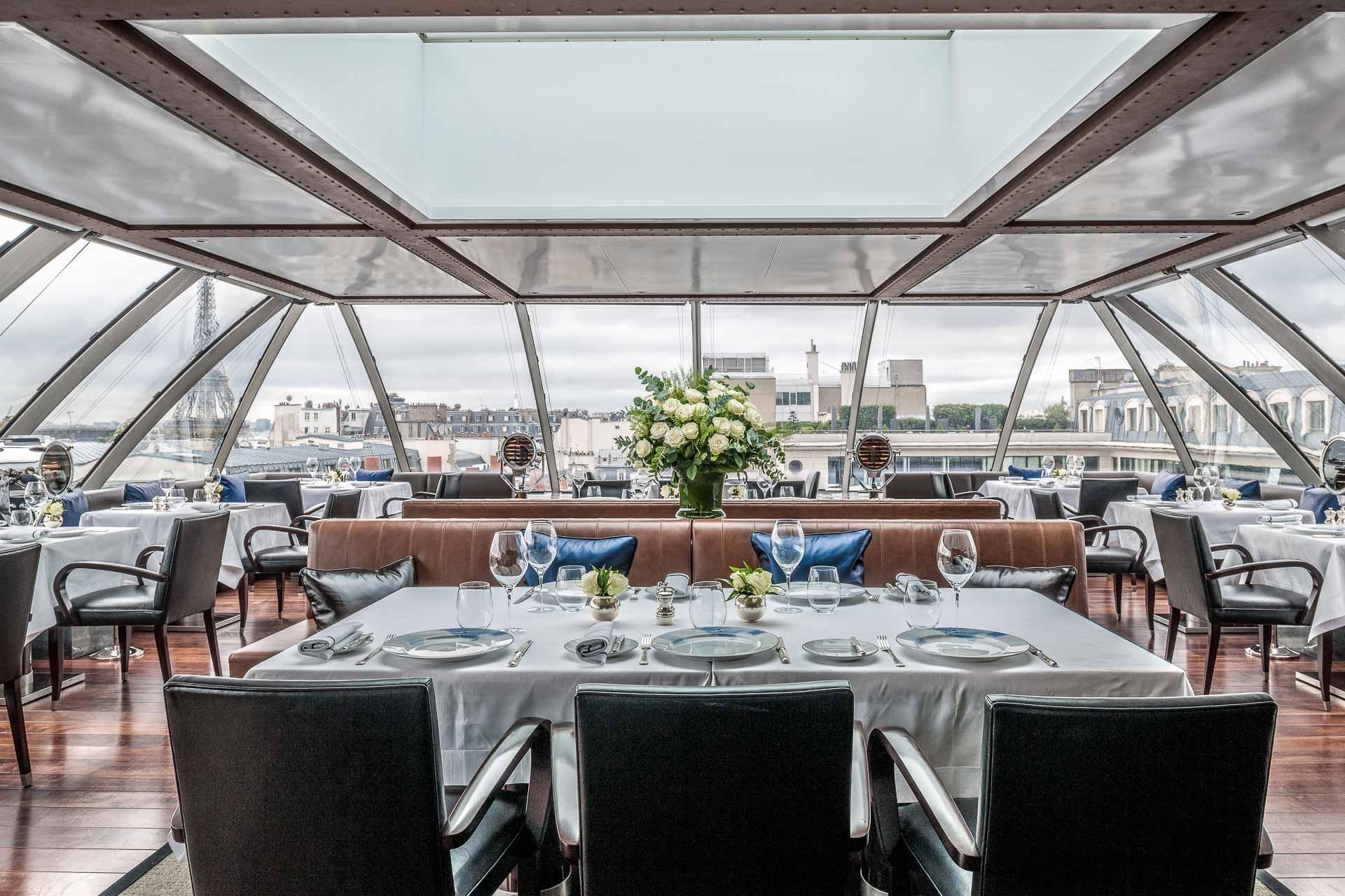 Après des débuts hésitants, L'Oiseau Blanc, le restaurant de gastronomie française du Peninsula, perché dans le ciel de Paris, décolle enfin et trouve son rythme de croisière. La table du palace hongkongais fait désormais le plein, et ce pour de bonnes raisons. Découverte.