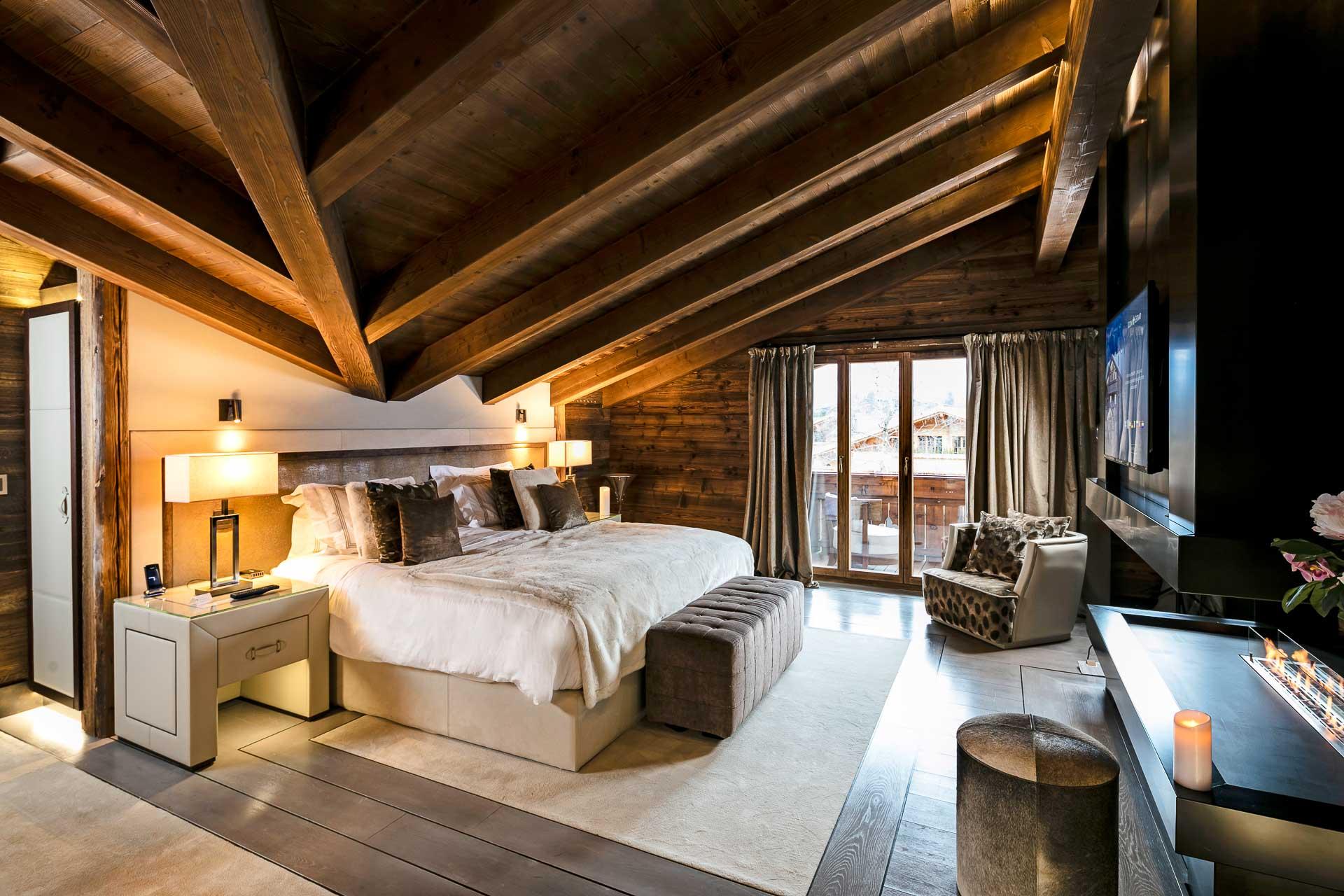 Adresse hyper luxe et écrin confidentiel, cet ensemble de chalets intimistes comprend un spa et des services dignes d'un palace. Bienvenue à l'Ultima Gstaad, devenu en l'espace de deux saisons l'un des plus prestigieux hôtels de montagne au monde.