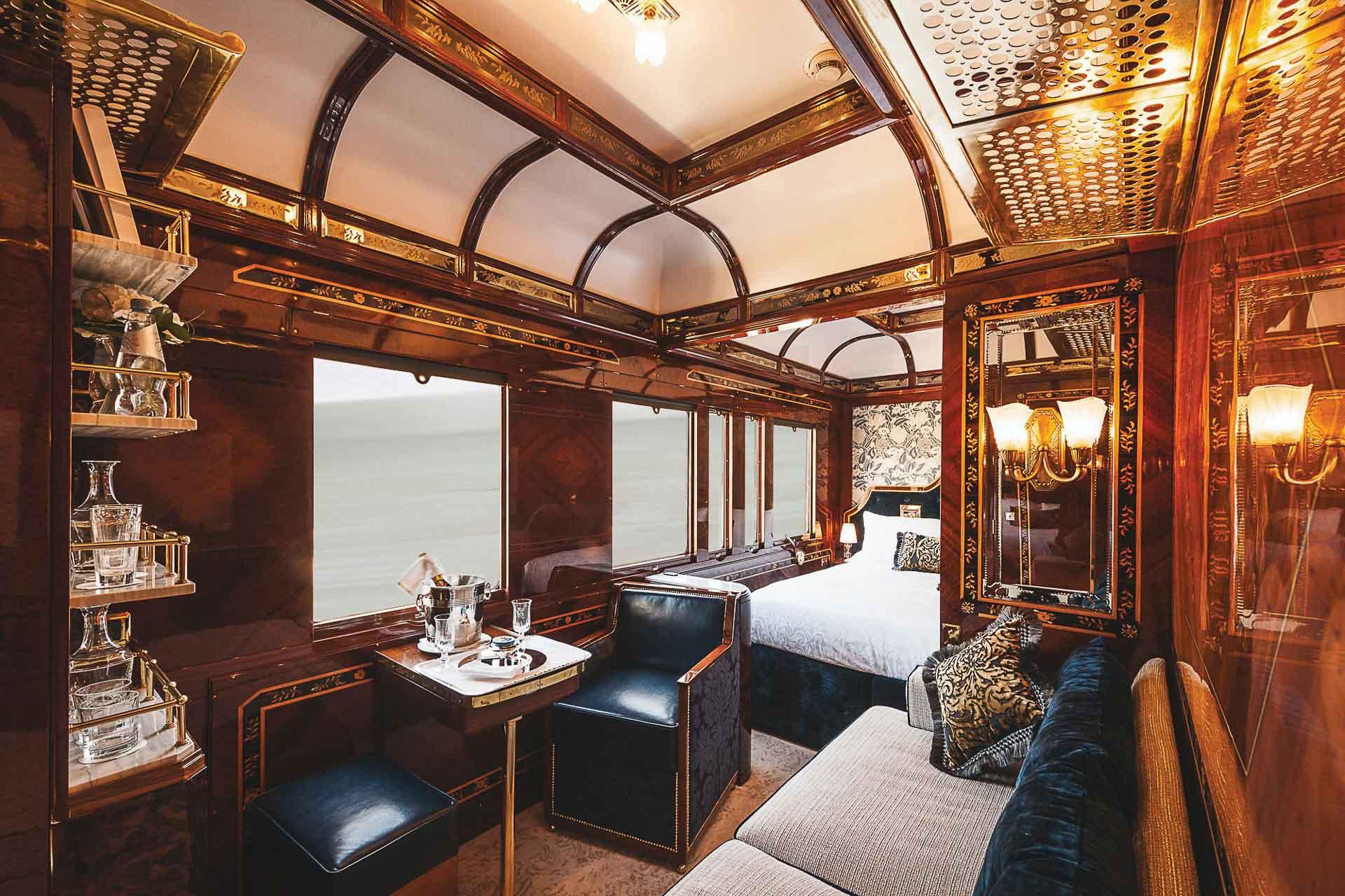 Depuis le 21 mars, le légendaire Venice Simplon-Orient- Express se métamorphose et accueille à son bord trois suites de grand luxe pour les voyageurs en quête d'expériences toujours plus exclusives. Découverte en images.