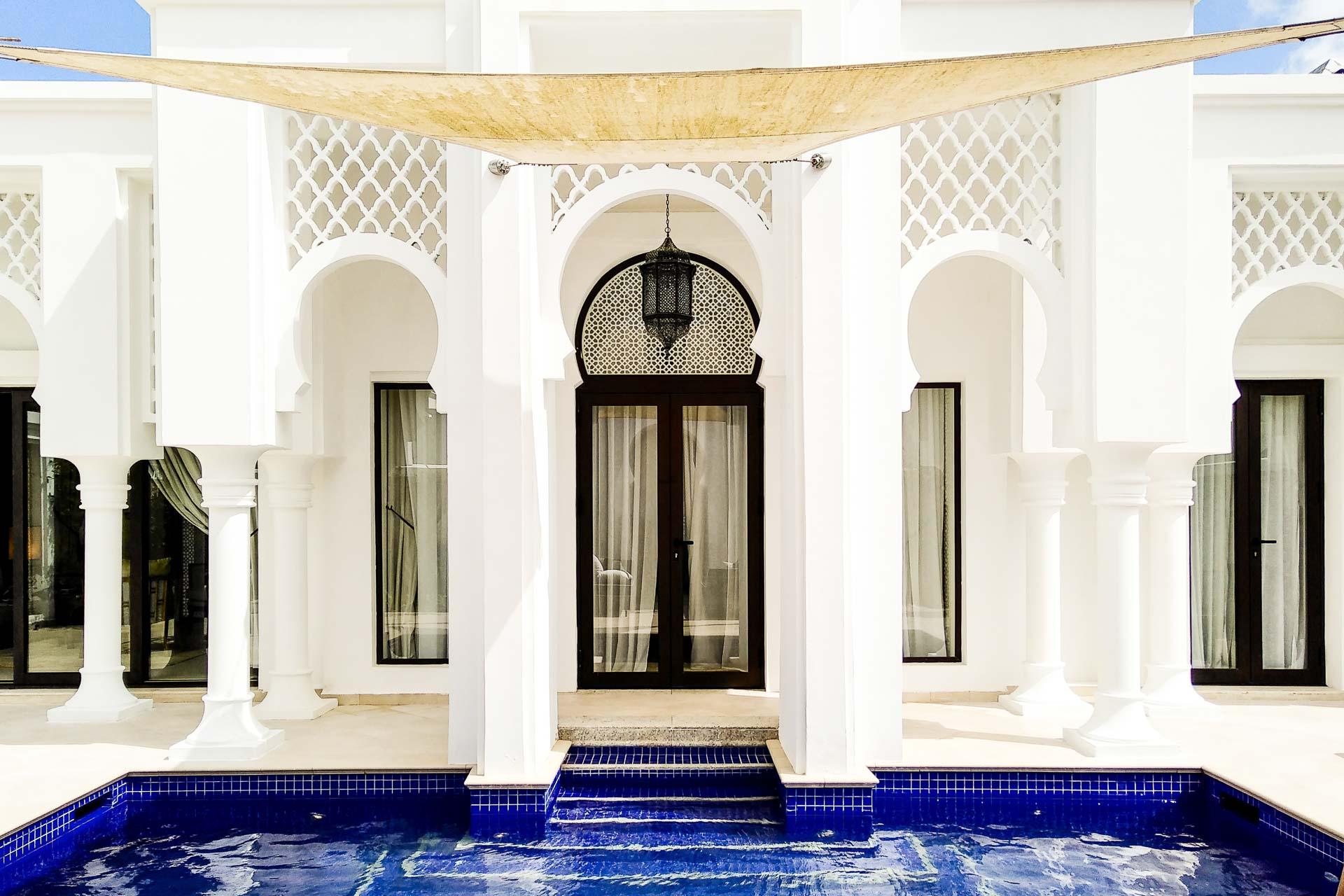 Non loin de Tanger, dans le Nord du Maroc, le somptueux Banyan Tree Tamouda Bay - inauguré en 2016 - offre un luxe inédit sur le pourtour méditerranéen. Chaque hôte y réside dans une immense villa... avec piscine privée !