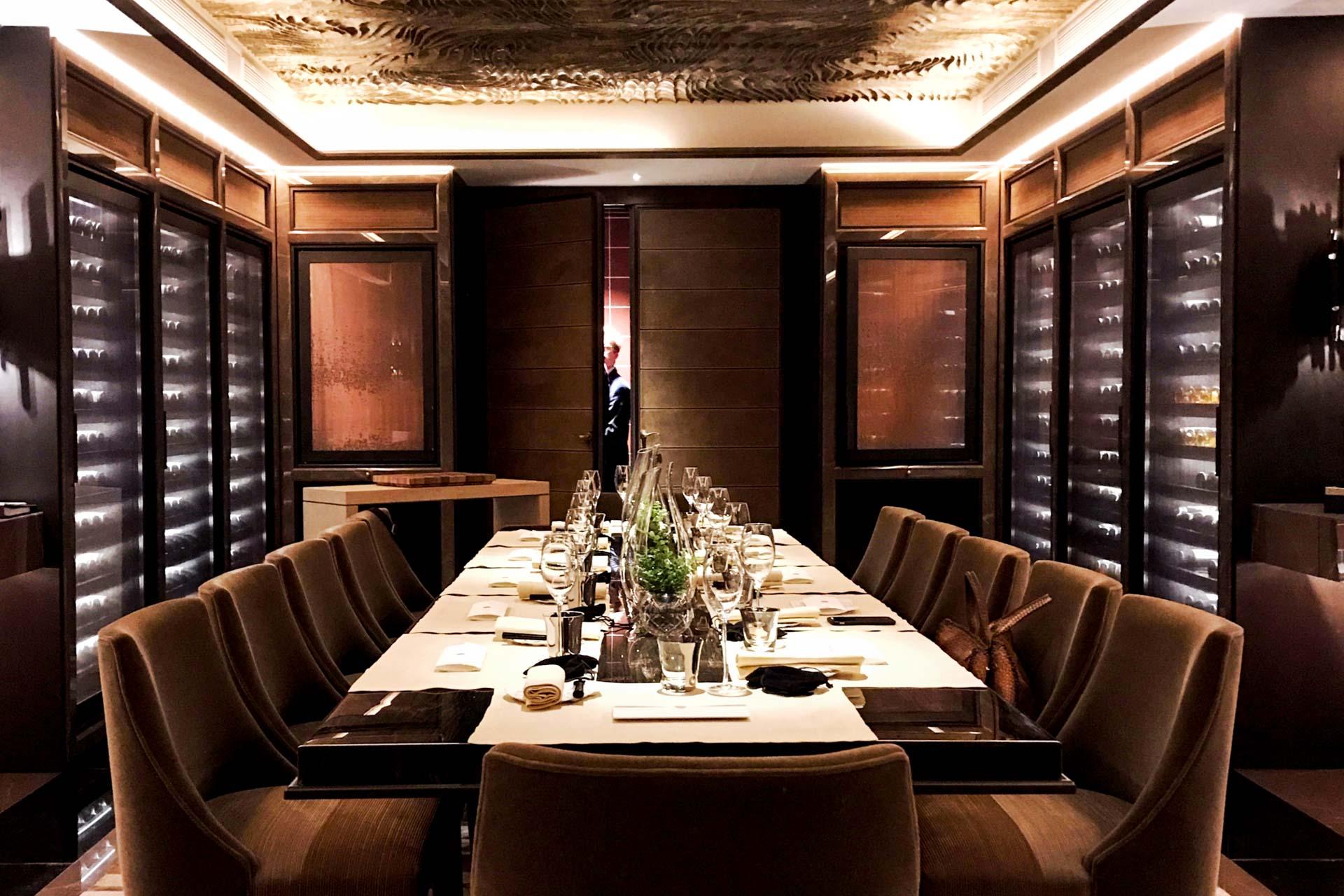 le crillon on a go t la cuisine de christopher hache dans la cave du palace. Black Bedroom Furniture Sets. Home Design Ideas
