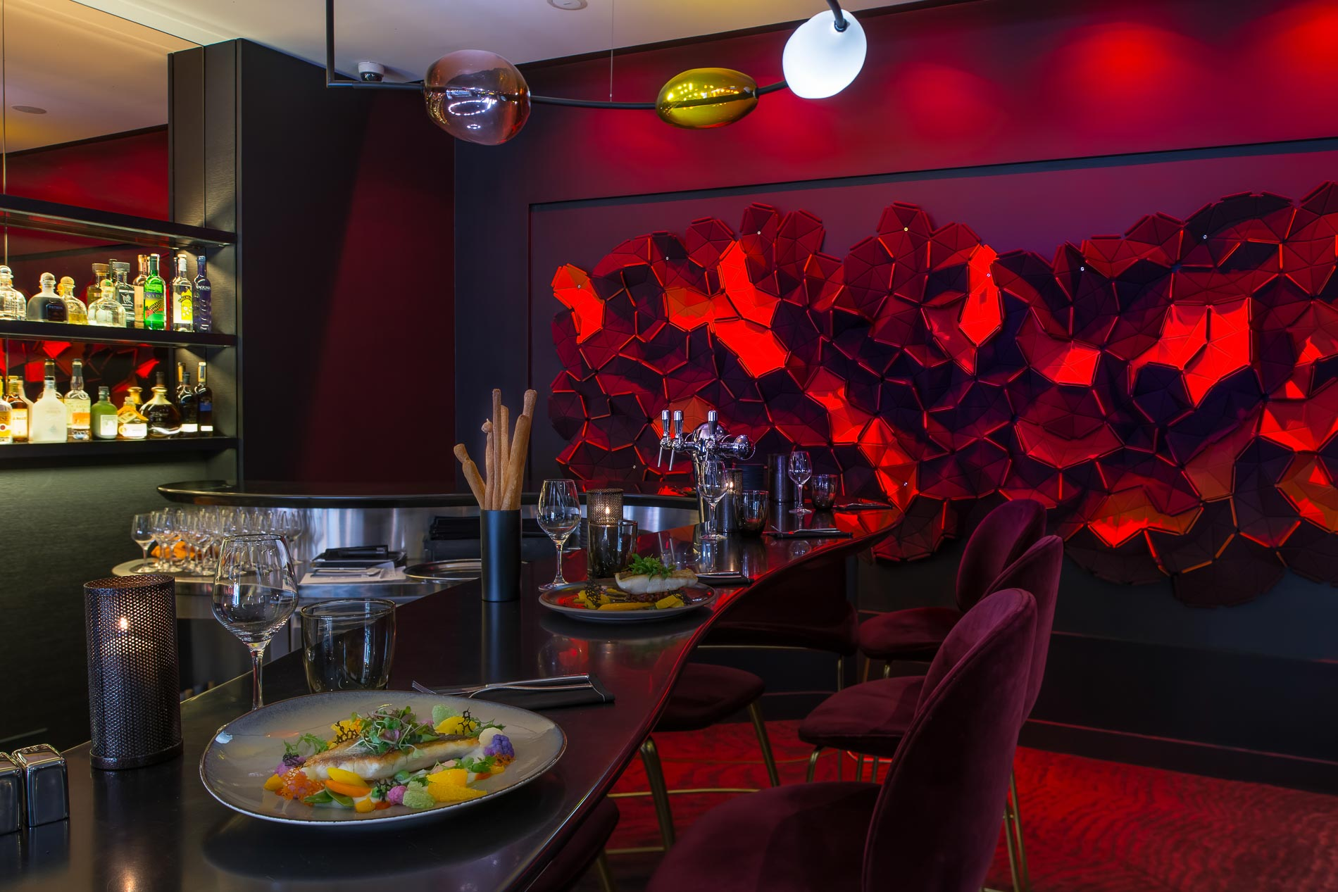 Il y a quelques jours, l'Hôtel Marignan (Paris 8ème) dévoilait Limon, le restaurant successeur de Nubé, toujours sous la houlette du jeune chef colombien et chouchou des médias, Juan Arbelaez. On a testé pour vous cette nouvelle table mettant à l'honneur... les agrumes !