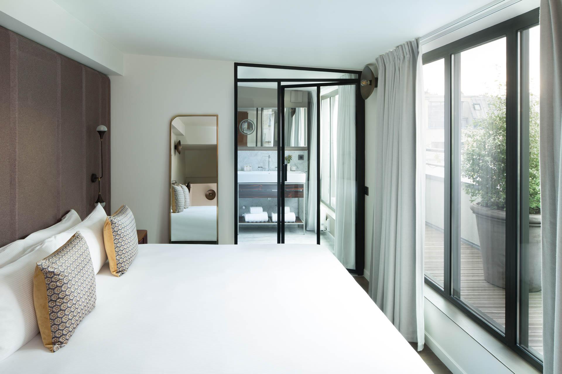 C'est l'ouverture hôtelière de l'hiver à Paris ! À deux pas de la Bastille, la Maison Bréguet s'impose comme le boutique-hôtel le plus abouti de l'Est parisien. Visite guidée d'un 5-étoiles sophistiqué, parfaitement ancré dans son époque.