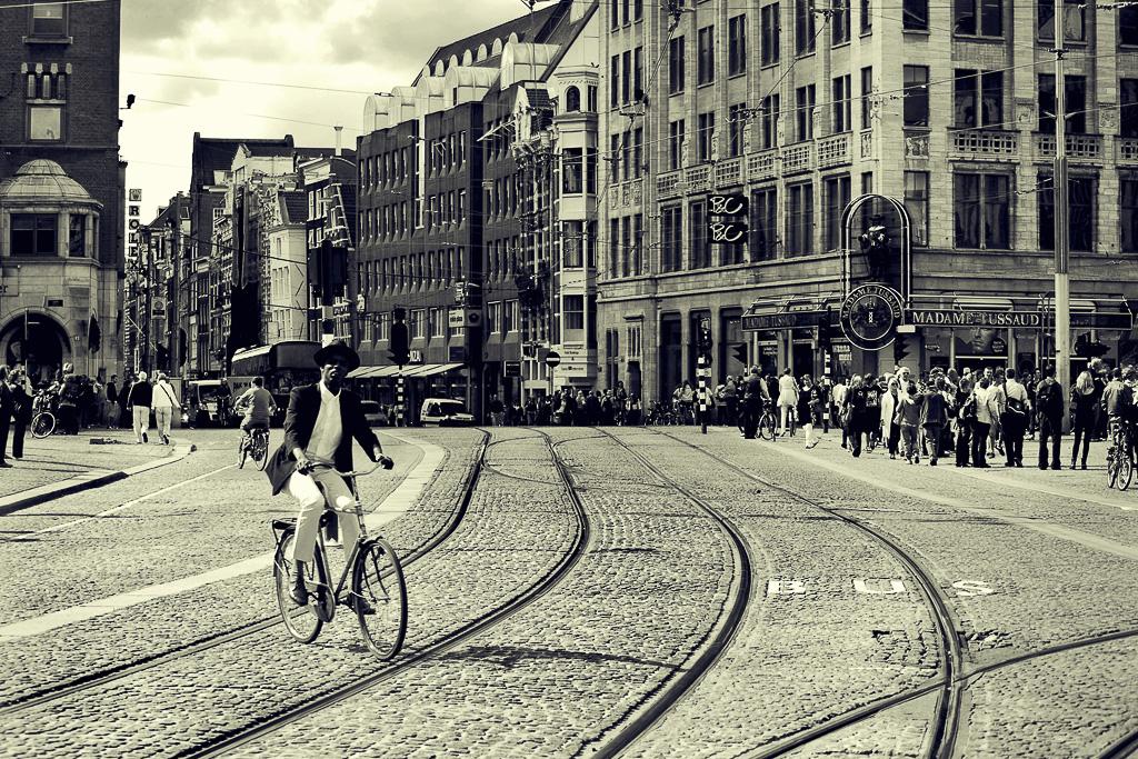 Eté comme hiver, Amsterdam, avec son architecture unique et ses innombrables bonnes adresses, est plus que jamais une valeur sûre pour s'offrir une escapade de quelques jours. On vous dévoile les meilleurs spots de la ville pour ne pas en perdre une miette.