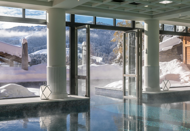 Quels sont les plus beaux spas de Megève ? Si la station huppée compte parmi les hôtels les plus prestigieux des Alpes, elle n'est pas en reste côté bien-être. Tour d'horizon des meilleurs spas de Megève testés et approuvés par la rédaction.