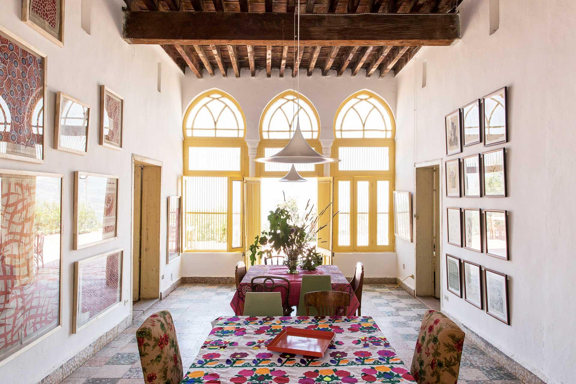 Depuis 2001, L'Hôte Libanais promeut un tourisme durable, respectueux du patrimoine architectural traditionnel et de l'environnement. Au cœur de cette démarche, une collection d'une vingtaine de maison d'hôtes, réparties dans tout le pays. Nous avons sélectionné et testé cinq d'entre elles.
