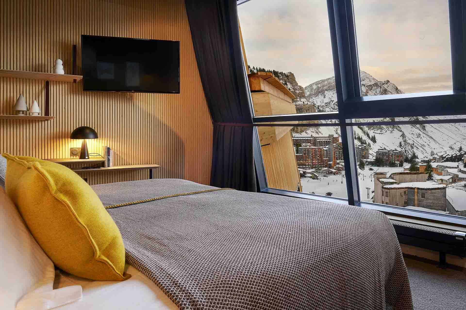 Au cœur du domaine « Les Portes du Soleil », la station d'Avoriaz ne cesse de se réinventer. Entre grand ski, restaurants branchés et ouvertures d'hôtels, retrouvez les meilleures adresses de la station de Haute-Savoie.