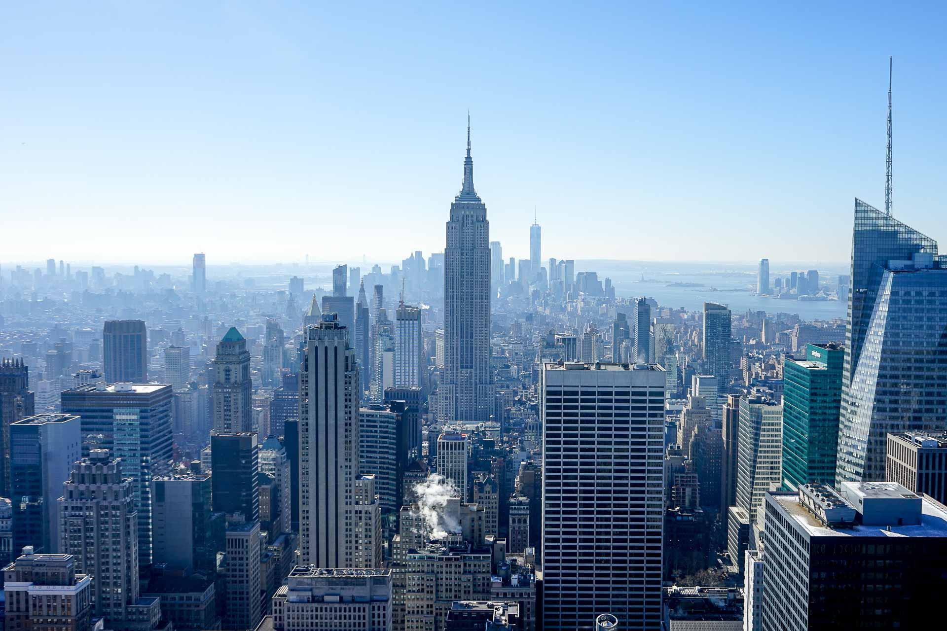 Hors-norme et gigantesque, New York ne cesse de se réinventer. Loin de se limiter à Manhattan, les 'boroughs' composant la ville comme le Queens ou Brooklyn offrent une source inépuisable de découverte. YONDER vous invite à découvrir ces quartiers au travers d'adresses branchées et décalées.