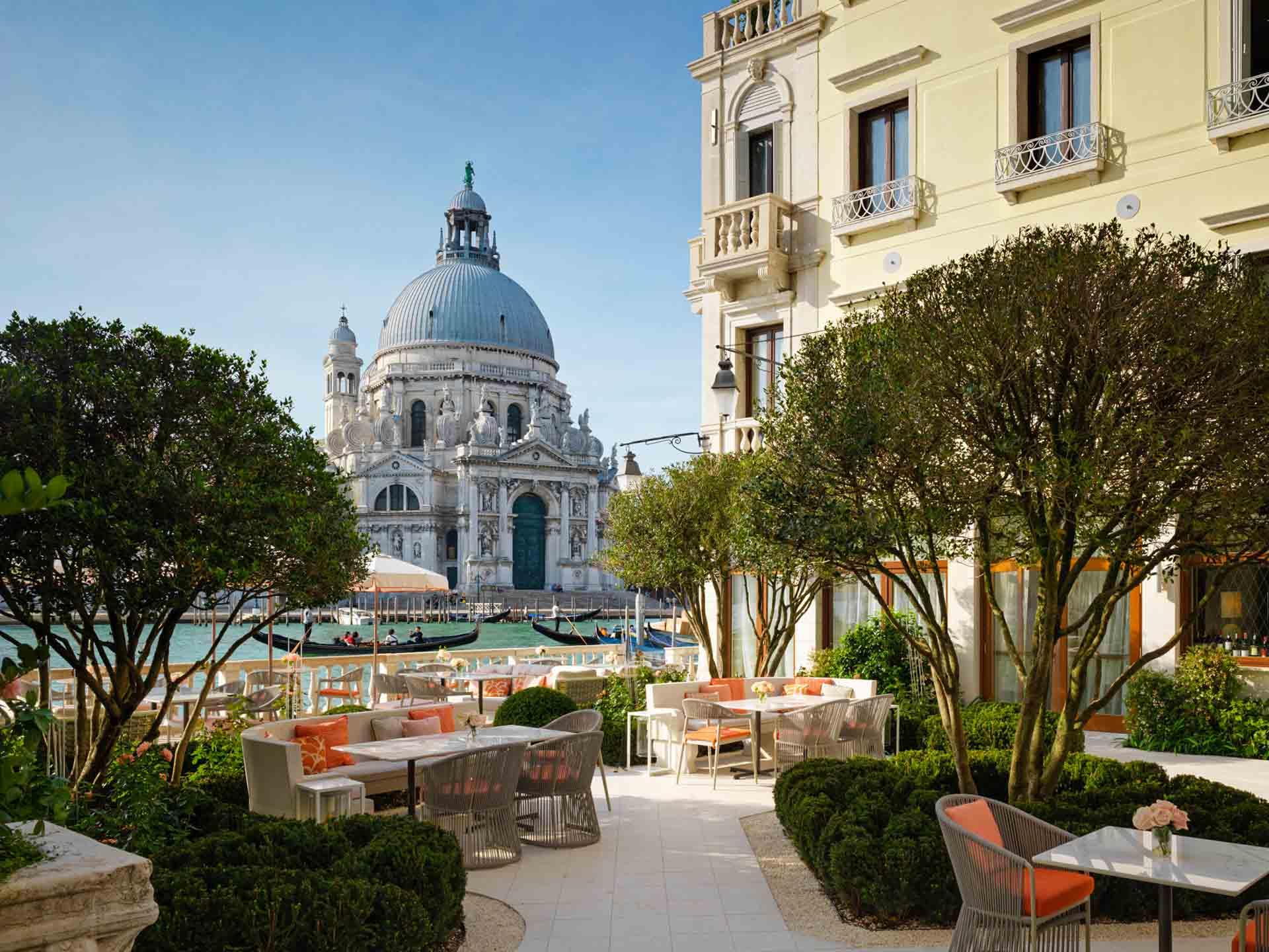 Avec des vues à couper le souffle sur Venise, des espaces à la fois luxueux et modernes et un jardin au bord du Grand Canal, The St. Regis Venice est l'hôtel exclusif où poser ses valises dans la Cité des Doges.