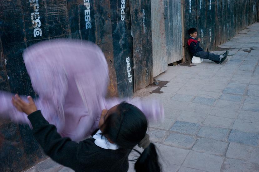 Découverte en images des quartiers populaires de Cuzco, la légendaire capitale des Incas.