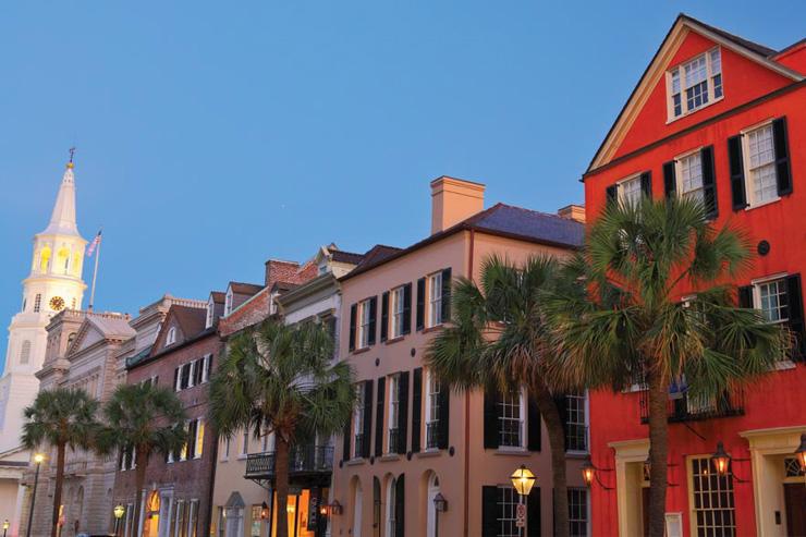 Méconnue des Européens, Charleston en Caroline du Sud est pourtant plébiscitée par les touristes américains qui la considèrent comme l'une des plus destinations les plus intéressantes du pays. Et ce à raison. On vous détaille pourquoi ici.