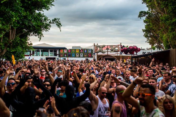 Loin de l'image réductrice et des a priori de certains, Ibiza se révèle donc être pendant 4 mois de l'année the place to be pour écouter tous les meilleurs DJs du monde dans le cadre grandiose des superclubs qui ont fait la réputation de l'île.