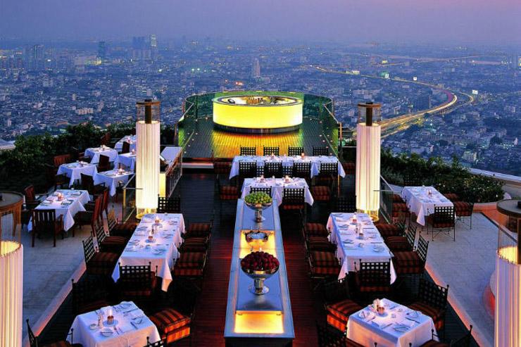 Au sommet d'un gratte-ciel, au bord de l'océan ou perché sur une falaise, nous avons sélectionné pour vous 18 restaurants qui ont en commun de proposer des vues époustouflantes. Tour d'horizon de 18 des meilleurs restaurants avec vue du monde.