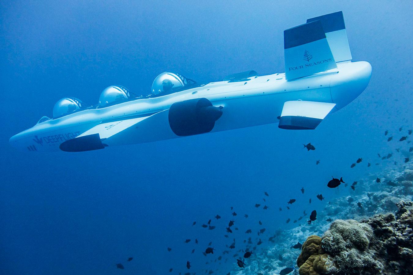 Explorez les fonds marin de l'atoll de Baa aux Maldives, classé réserve de biosphère de l'UNESCO, à bord du sous-marin Super Falcon 3S.