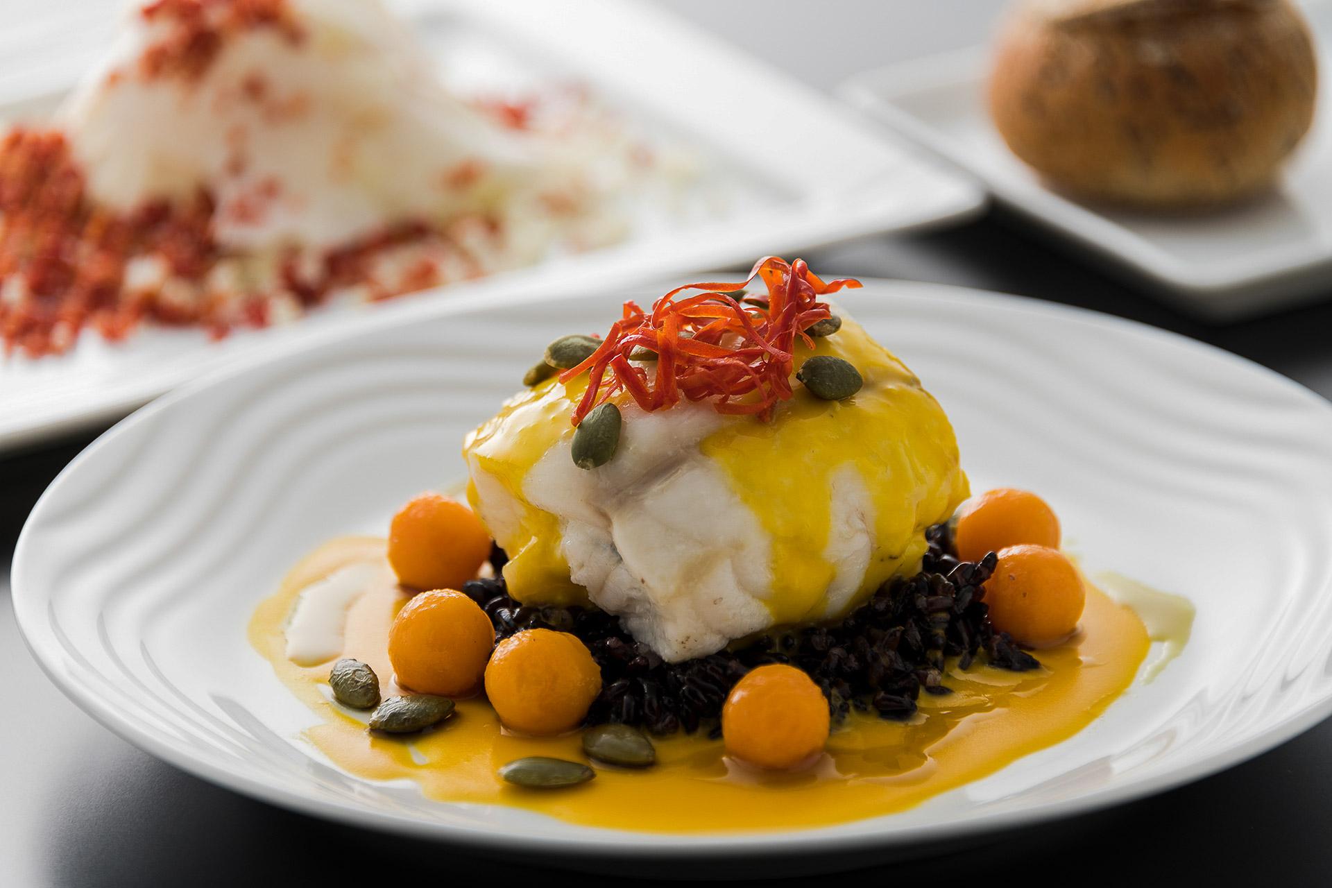 Lotte cuite à la vapeur avec sauce de courge, un plat imaginé par Alexandre Gauthier pour la compagnie ANA © DR