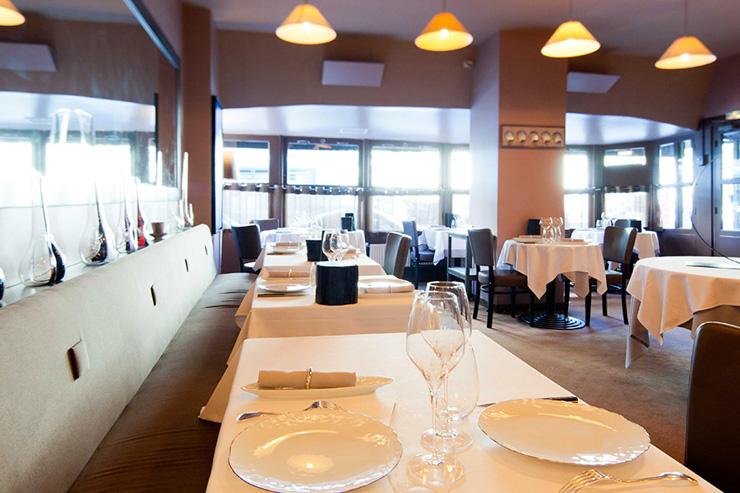 Agapé à Paris - Intérieur du restaurant en journée