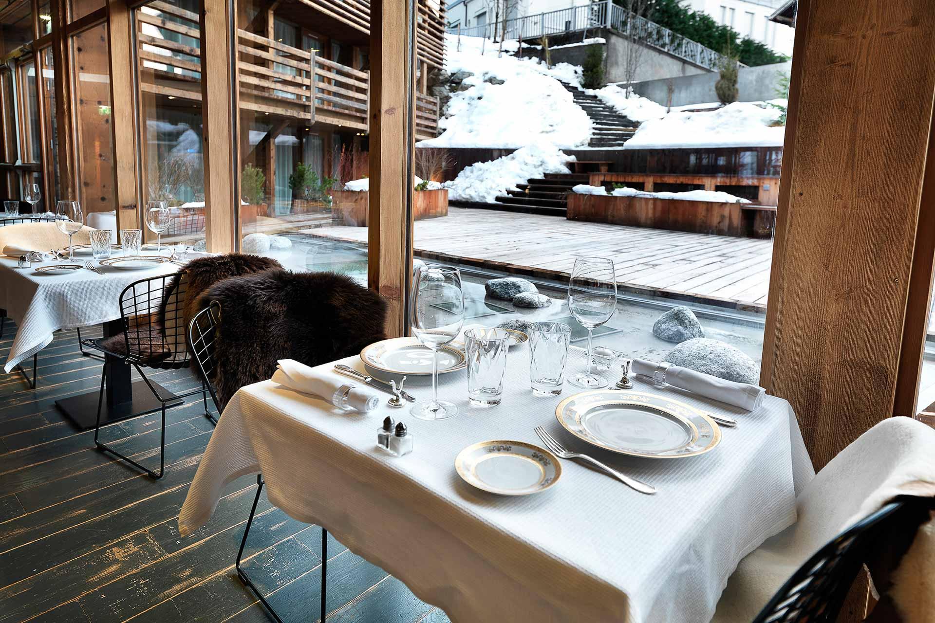 EN BREF | Depuis le début de l'hiver, le chef doublement étoilé Édouard Loubet signe la carte du restaurant, ainsi que l'offre snacking du bar à l'hôtel 5-étoiles M de Megève. Une partition convaincante à découvrir avant que la saison ne s'achève.