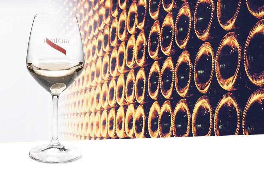 84e62407392e16 Sur Bar Premium, il est possible de commander champagnes et spiriteux.  Idéal pour faire