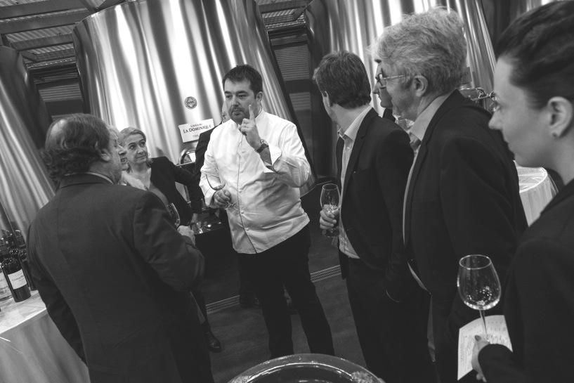 À l'occasion des primeurs du millésime bordelais 2016, le Château La Dominique à Saint-Émilion recevait lundi, avant Pierre Gagnaire, Cyril Lignac ou Alain Dutournier, Jean-François Piège. L'occasion pour le chef doublement étoilé d'évoquer son rapport au vin.