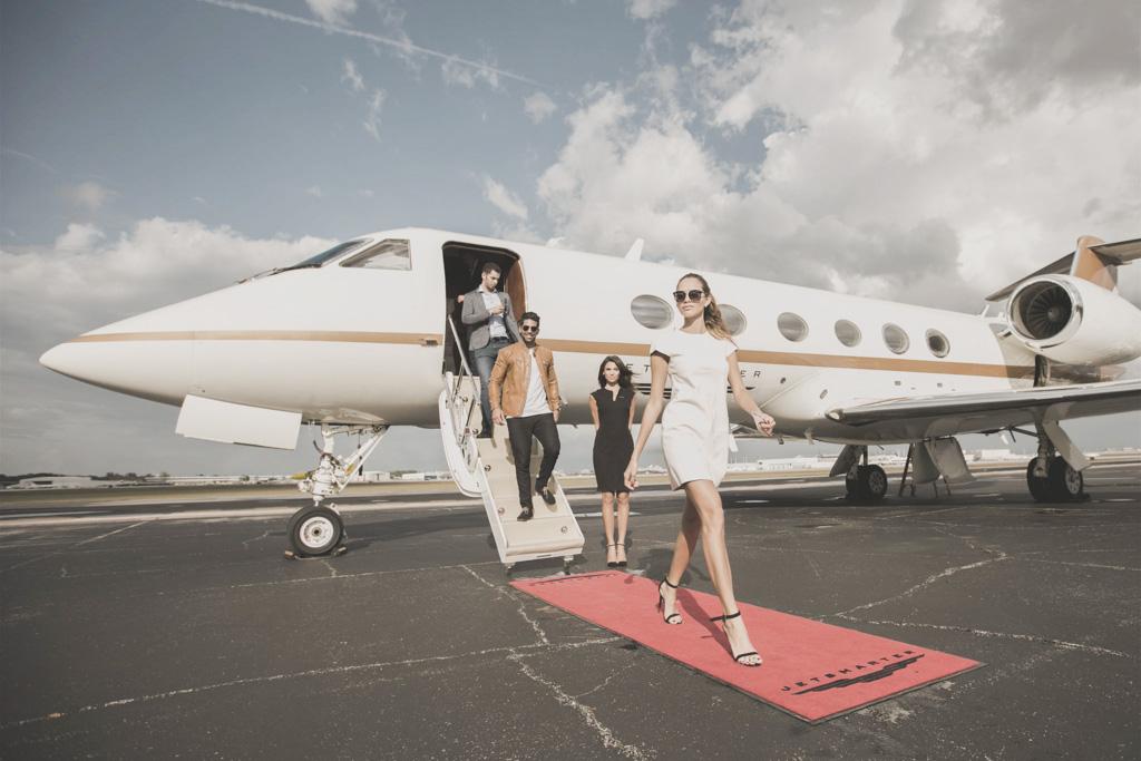 Et si voyager en jet privé n'était plus réservé aux seules stars et patrons de multinationales ? C'est  le pari de JetSmarter, start-up qui mise sur une appli pour démocratiser le voyage en jet privé. Explications.