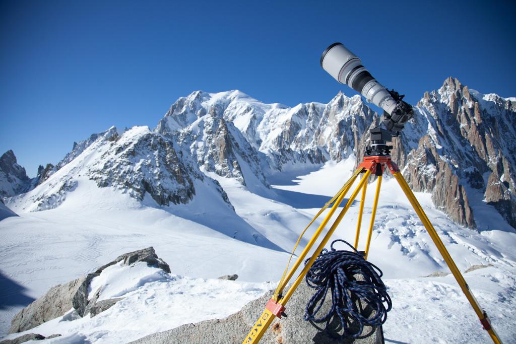 Le réflex Canon avec téléobjectif (focale de 1280 mm) était installé sur un trépied robotisé pour réaliser cette prise de vue record.