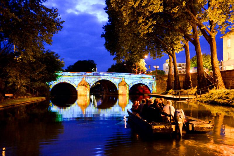 Illuminations sur le Pont des Mariniers à Châlons-en-Champagne dans le cadre des « Métamorph'eau'ses » © Christophe Manquillet