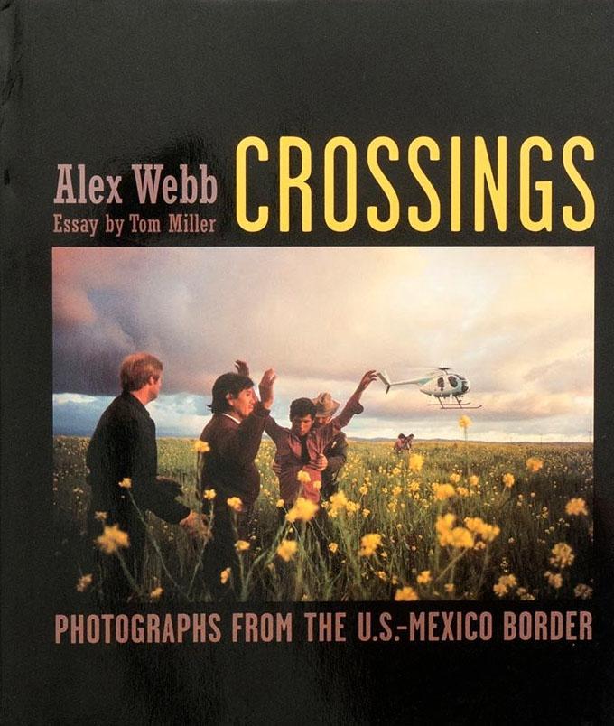 Crossings: Photographs from the U.S.-Mexico Border.  Publié par The Monacelli Press, 2003.