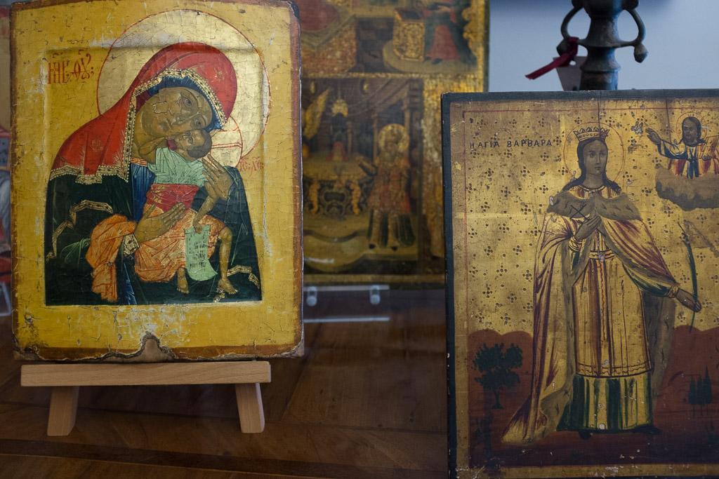 Des icones chez l'antiquaire Martinos. Attention les plus anciennes ne peuvent pas être exportées...