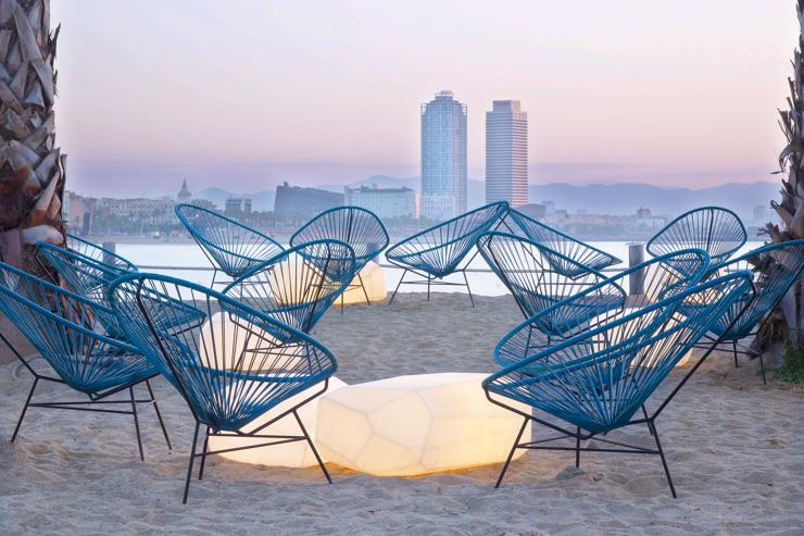 SALT Beach Club au W Barcelona au coucher de soleil