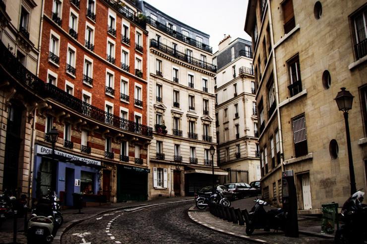 La rue Lepic sur la Butte Montmartre dans le 18ème arrondissement