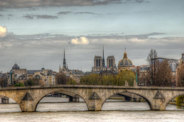 La Seine, avec le Pont Royal et Notre-Dame en perspective