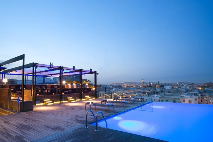 Skybar - Grand Hotel Central - Crépuscule sur la piscine infinity