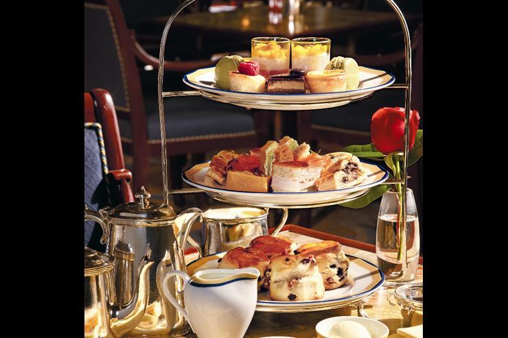 The Lobby Afternoon Tea at The Peninsula - Présentoir à desserts