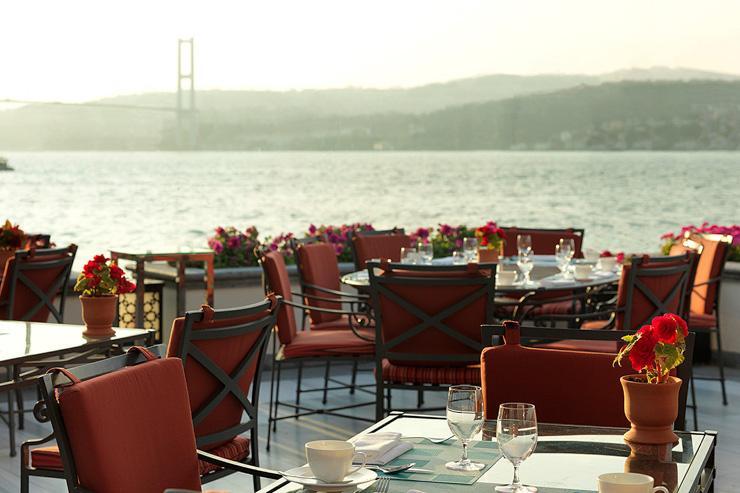 La somptueuse terrasse du Four Seasons Bosphorus