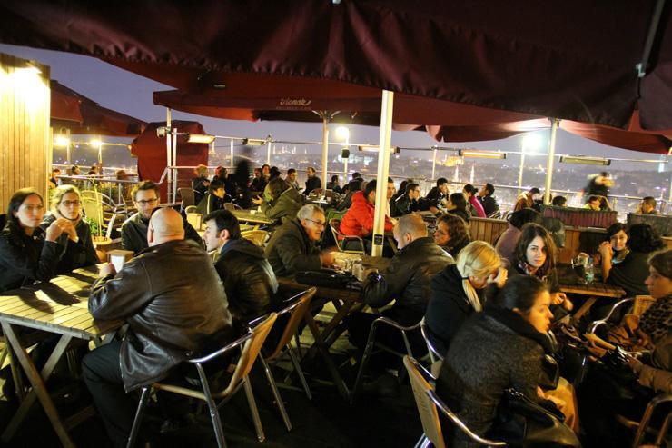 La terrasse du Galata Konak Café, pendant l'hiver