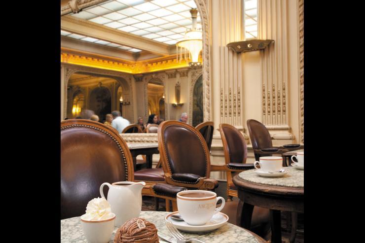 Intérieur du salon de thé