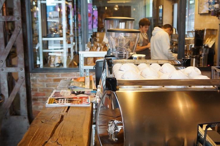 Le comptoir du Café Lomi