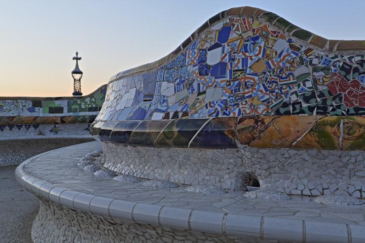 Parc Güell - Le plus long banc du monde, une oevre tout en mosaïques signée Gaudi
